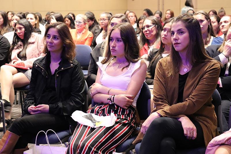 Mujeres en evento Púlsar